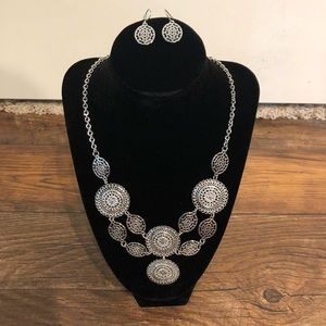 "NWT 22"" Necklace and matching earrings"